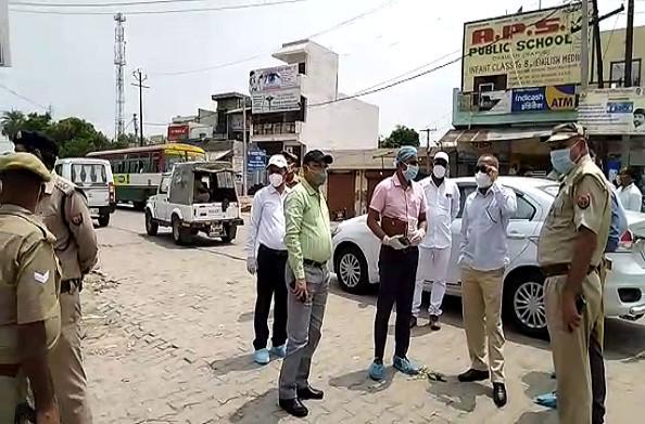 हापुड़: हॉटस्पॉट क्षेत्र में गंदगी देखकर भड़के नोडल अधिकारी, प्रशासन को दिए सफाई के कड़े निर्देश