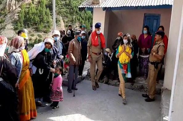 चमोली: डीएम स्वाति ने किया सीमांत क्षेत्र का दौरा, जल्द ही टावर लगवाने का दिया आश्वासन