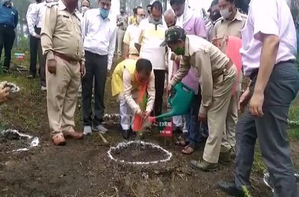 पौड़ी: हरेला महोत्सव की धूम, उच्च शिक्षा मंत्री धन सिंह रावत ने किया वृक्षारोपण