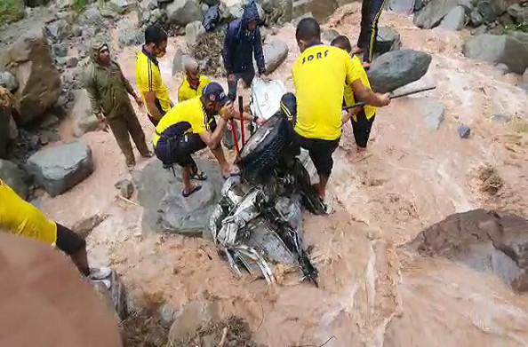 कोटद्वार: बरसाती नाले में बही कार, हादसे में दो लोग हुए लापता