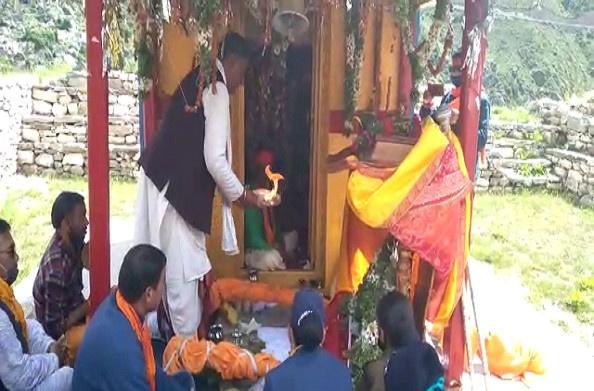चमोली: माता मूर्ति मंदिर पहुंचे भगवान नर नारायण, सोशल डिस्टेंसिंग का रखा गया ध्यान