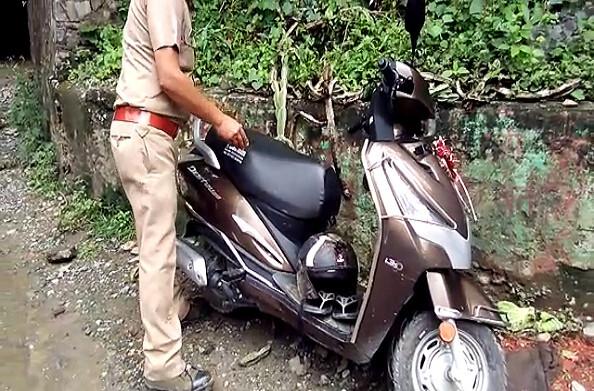 रुद्रप्रयाग: गौरीकुंड राष्ट्रीय राजमार्ग पर बड़ा हादसा, पहाड़ी से गिरा पत्थर, स्कूटी सवार की मौत