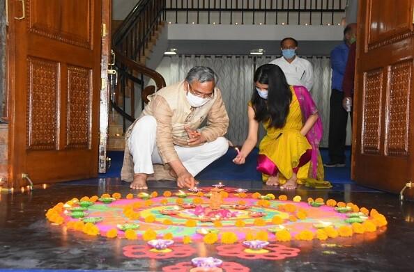 राम मंदिर शिलान्यास के उपलक्ष्य में सीएम आवास में आयोजित हुआ दीपोत्सव, 5100 दिये जलाकर मनाया गया दीपोत्सव
