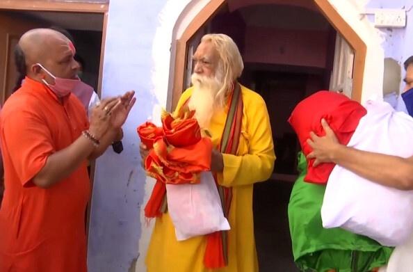 राम मंदिर शिलान्यास की उलटी गिनती शुरू, रामलला के लिए पहुंची पोशाक