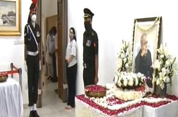 पूर्व राष्ट्रपति प्रणब मुखर्जी को अंतिम विदाई, पीएम मोदी ने दी श्रद्धाजंलि