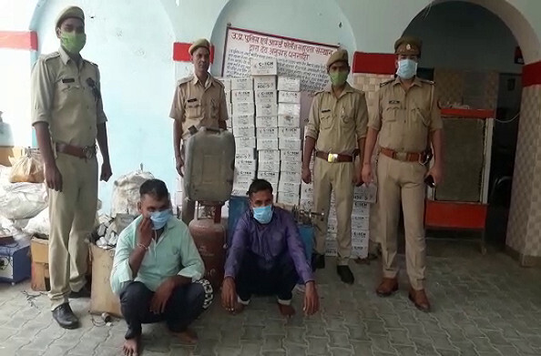 हापुड़: कंडेनसर बनाने वाली फैक्ट्री का पर्दाफाश, पुलिस ने दो अभियुक्तों को किया गिरफ्तार