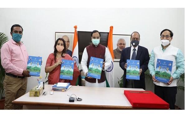 शिक्षा मंत्री निशंक ने किया PRSI चैप्टर देहरादून की पुस्तक का विमोचन