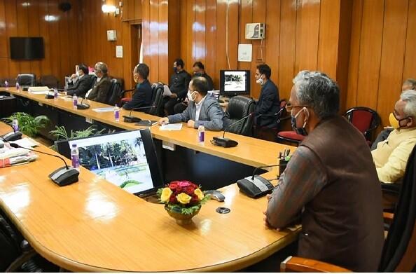नैनीताल में विकास कार्यों की मुख्यमंत्री ने की समीक्षा