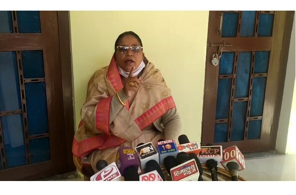 जीतराम के आरोपों पर बोलीं विधायक मुन्नी देवी 'शिक्षागिद्ध' हैं जीतराम