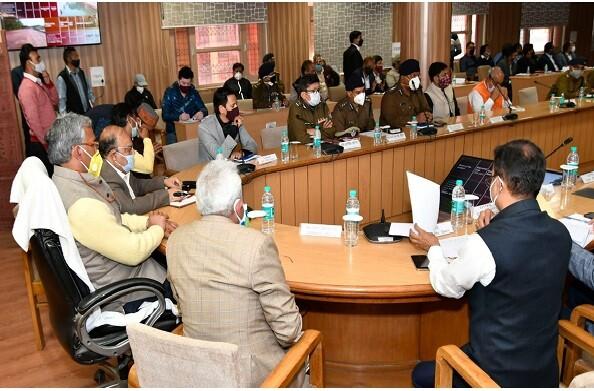 कुंभ 2021 को लेकर मुख्यमंत्री ने हरिद्वार में अधिकारियों के साथ की बैठक