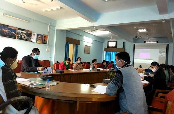 टिहरी: DM ने ली महिला सशक्तिकरण और बाल विकास विभाग की बैठक