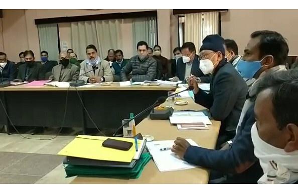 पिथौरागढ़- कुमाऊं कमिश्नर अरविंद सिंह ह्यांकी ने ली समीक्षा बैठक