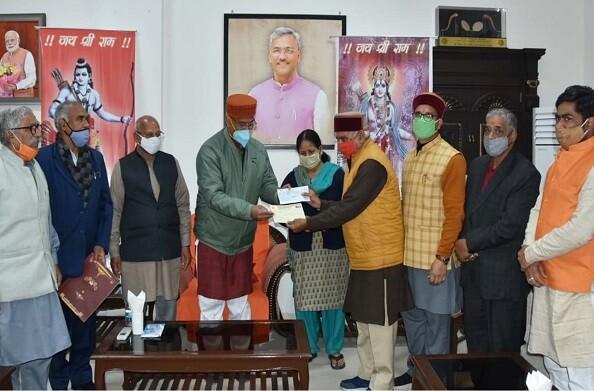 मुख्यमंत्री त्रिवेंद्र सिंह रावत ने अयोध्या में श्रीराम मंदिर के निर्माण के लिए सहयोग राशि दी