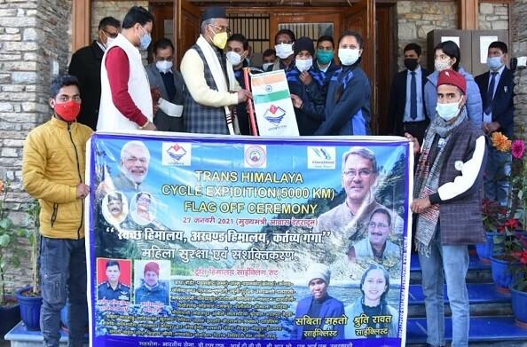 प्रथम महिला ट्रांस हिमालय साईक्लिंग अभियान के लिए मुख्यमंत्री ने दी बधाई, डेढ़ लाख रूपये का चेक प्रदान किया