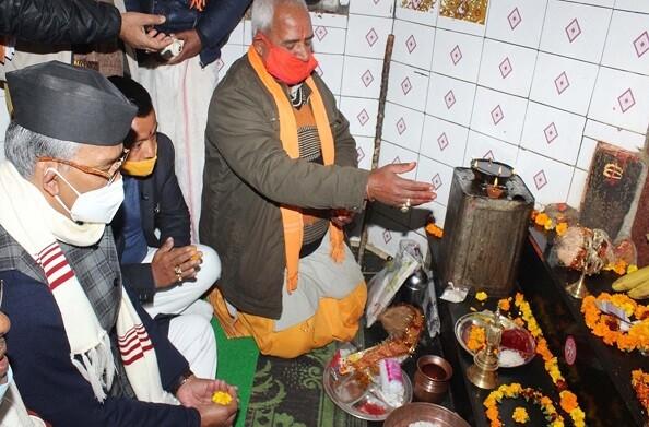 अल्मोड़ा: मुख्यमंत्री त्रिवेन्द्र ने गोलू देवता मन्दिर में की पूजा-अर्चना