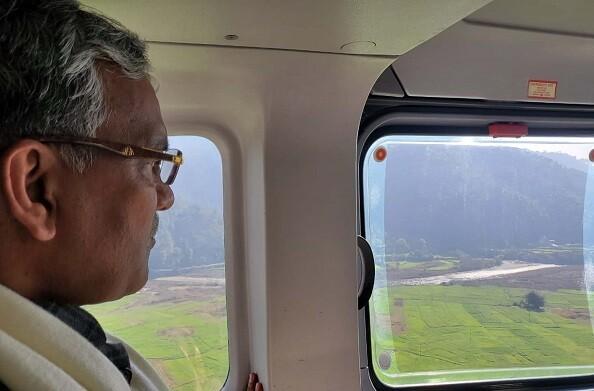 अल्मोडा़ चौखुटिया में प्रस्तावित हवाई पट्टी क्षेत्र का मुख्यमंत्री ने किया हवाई निरीक्षण
