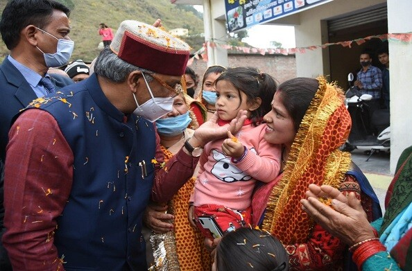 रानीखेत में सीएम रावत का जोरादार स्वागत, उपराड़ी में जनता को किया संबोधित