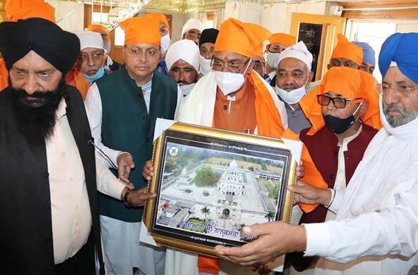 ऊधमसिंह नगर: गुरूद्वारा नानकमत्ता सहिब में मुख्यमंत्री त्रिवेंद्र ने टेका मत्था