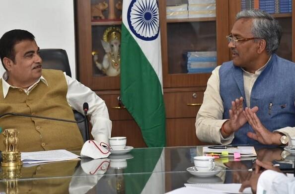 केंद्रीय मंत्री नितिन गडकरी से मिले मुख्यमंत्री त्रिवेंद्र, रोड़ कनेक्टिविटी के विकास में महत्वपूर्ण सहयोग के लिए जताया आभार