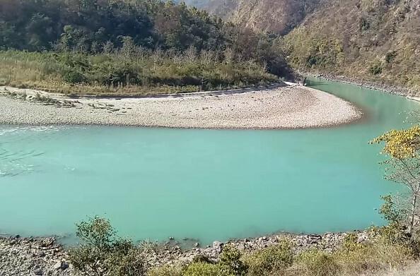 पौड़ी: सतपुली में व्यास घाट में गंगा नदी के किनारे बने रिजॉर्ट खाली कराए गए