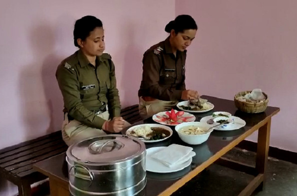 पौड़ी: थाना सतपुली की अनूठी पहल, मेस में परोसा गया पहाड़ी भोजन
