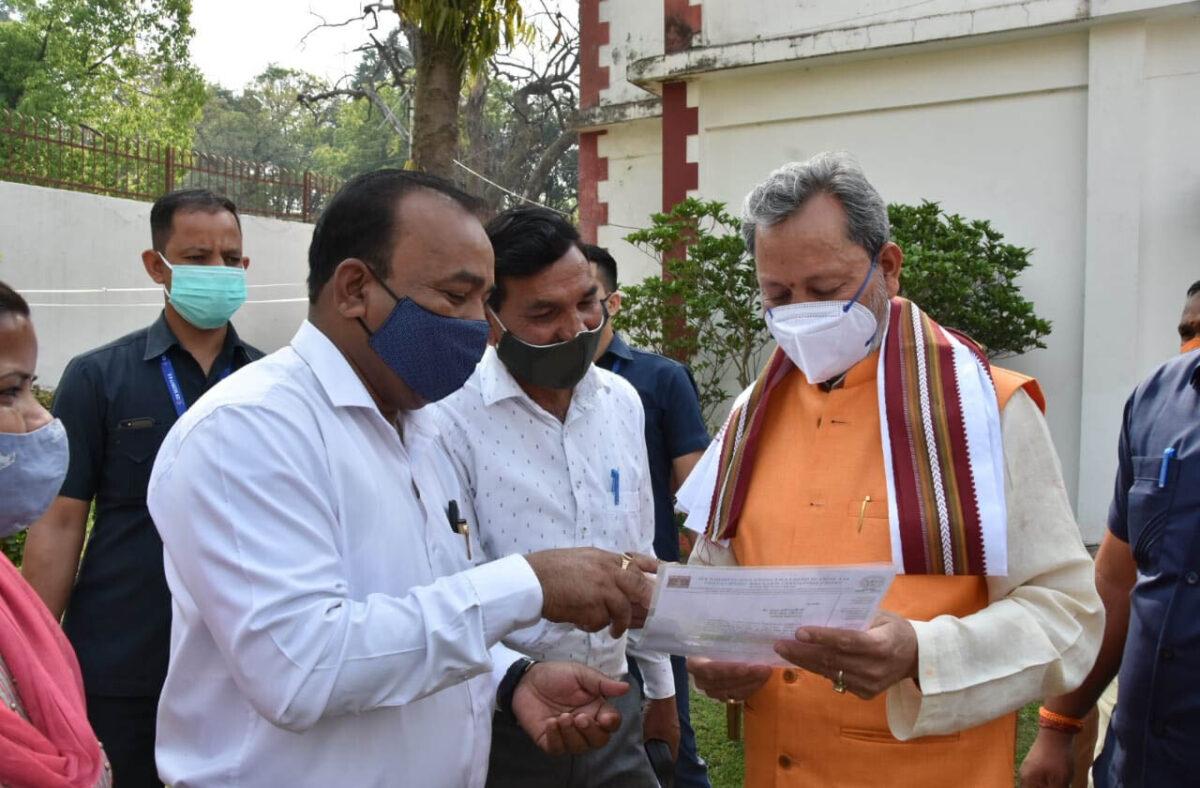 कोरोना रिपोर्ट निगेटिव आने के बाद मुख्यमंत्री श्री तीरथ सिंह रावत गए बीजापुर हाउस