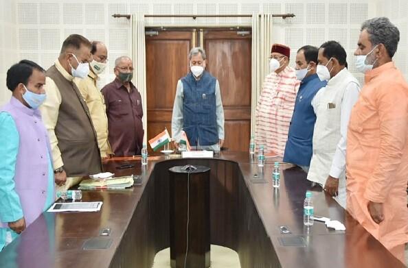मुख्यमंत्री तीरथ और अन्य मंत्रियों ने कैम्प कार्यालय में 2 मिनट का मौन रखकर गंगोत्री विधायक गोपाल रावत को श्रद्धांजलि की अर्पित