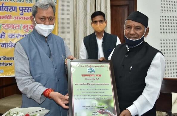 नरेन्द्र सिंह नेगी को मिला केदार सिंह रावत पर्यावरण पुरस्कार, सीएम तीरथ ने दिया पुरस्कार
