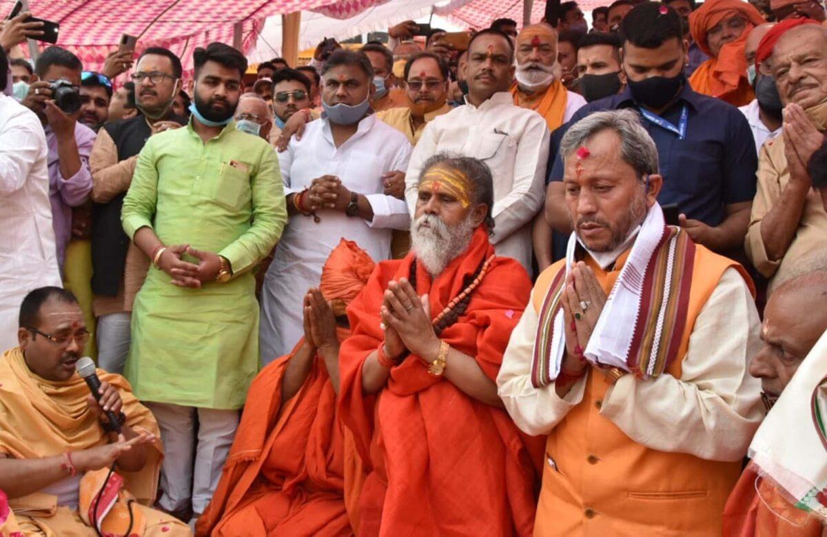 मुख्यमंत्री ने श्री गंगा सभा की ओर से आयोजित गंगा पूजन में की पूजा-अर्चना