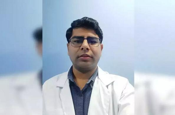 अल्मोड़ा: जिले के एक मात्र कोविड-19 जांच केंद्र में 24 घंटे अपनी टीम के साथ लगे हैं डॉ. जितेंद्र देवरारी