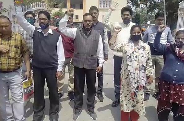 7 सूत्री मांगों को लेकर पिथौरागढ़ के मिनिस्टीरियल कर्मचारियों ने मुख्यमंत्री को भेजा ज्ञापन
