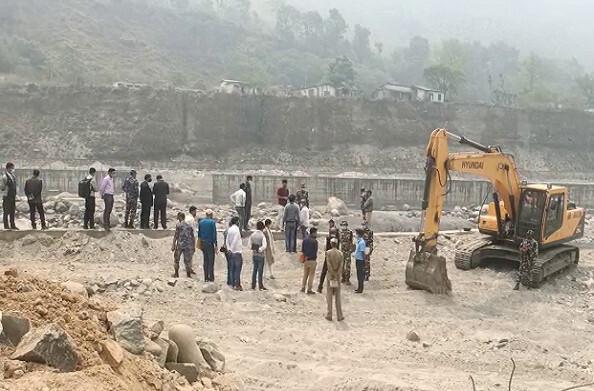पिथौरागढ़: धारचूला में निर्माणाधीन तटबंध के कार्य का सर्वे ऑफ इंडिया और सर्वे ऑफ नेपाल ने किया संयुक्त निरीक्षण