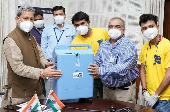 मुख्यमंत्री तीरथ सिंह रावत को सेवा इंटरनेशनल संस्था की ओर से 5 ऑक्सीजन कंसेंट्रेटर्स भेंट किए गये