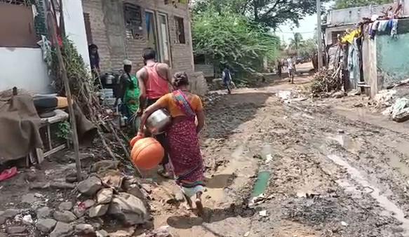 महाराष्ट्र : हिंगोली जिल्हा क्षेत्र के पुसेगांव नए बस्ती क्षेत्र में सड़कें कीचड़ युक्त,मुलभूत सुविधाओं से आज भी दूर हैं गांव