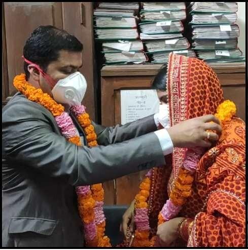 हरियाणा की निवासी डॉ. प्रियंका ने की कुमाऊंनी पिछौड़ा पहन सादगी से DFO संग की शादी ,कोरोना के कारण अनोखी रही शादी