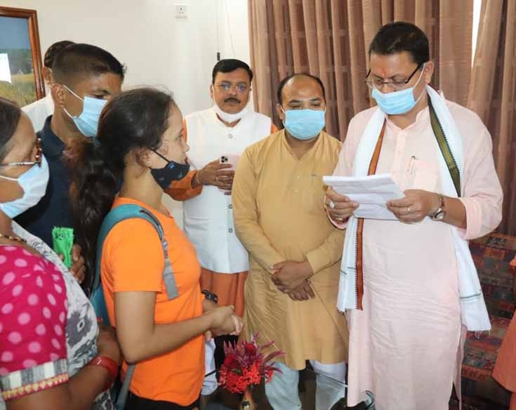 मुख्यमंत्री ने सुनी आम जन सहित विभिन्न संगठनों की समस्यायें, कहा हमारी सरकार नो पेंडेंसी पर करेगी कार्य