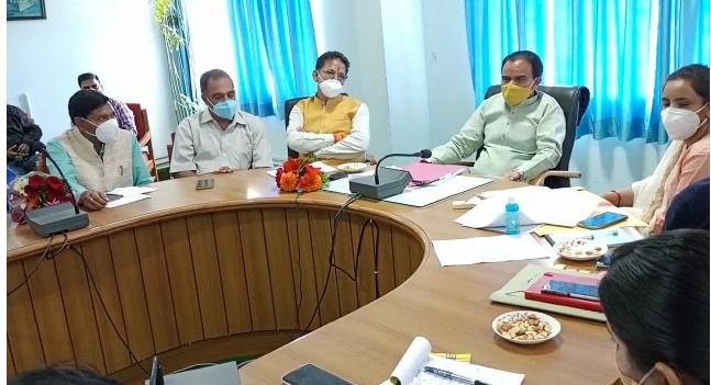 स्वास्थ्य एवं चिकित्सा शिक्षा,आपदा प्रबंधन मंत्री धन सिंह रावत ने ली बैठक ,बंद रास्तों को जल्द खोलने के दिए निर्देश