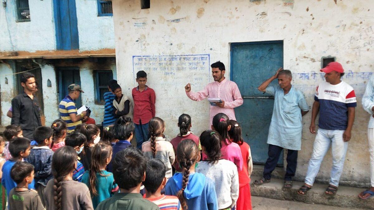 गढ़वाल टैक ग्रुप मुक्तिबोध का प्राथमिक विद्यालय के छात्रों को पढ़ाई के लिए सामग्री की किट देने का अभियान शुरू