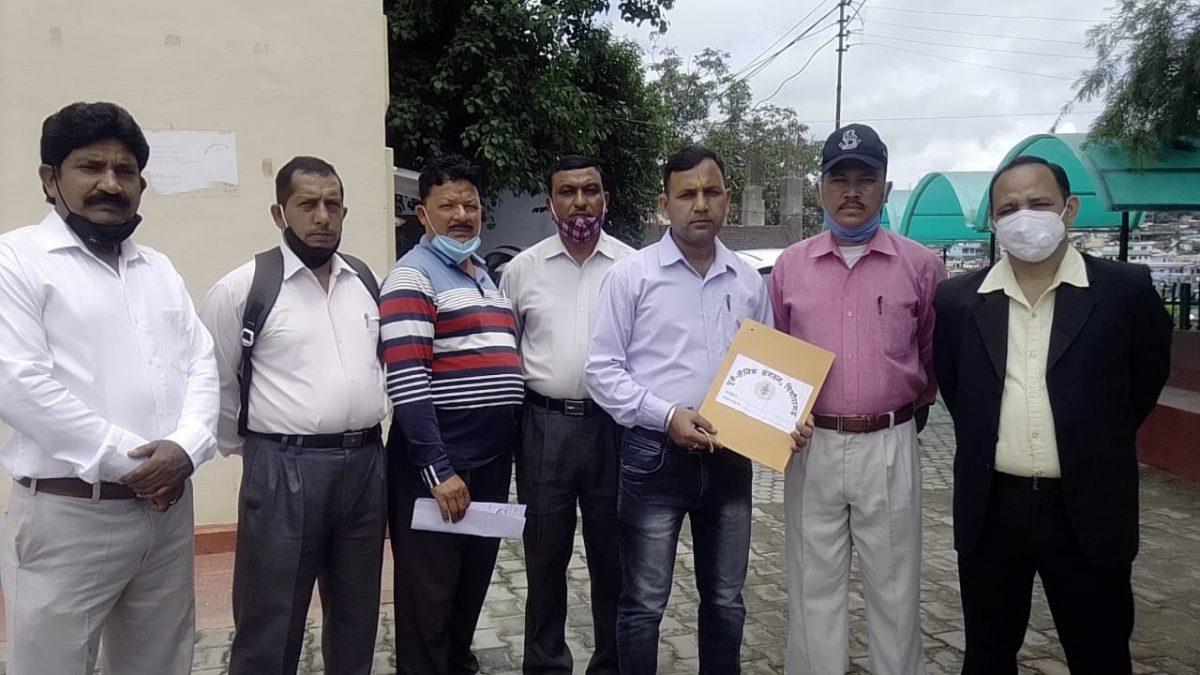 पिथौरागढ़ : पूर्व सैनिक संगठन ने डीएम से की शिष्टाचार भेंट,सैन्य मुद्दों पर की चर्चा