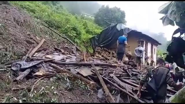बागेश्वर जिले के कपकोट तहसील में तेज बरसात का कहर,भूस्खलन से एक मकान मलबे में दबा,तीन लोगों की दर्दनाक मौत