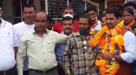 टिहरी: कण्डीसौड़ पहुंचे मुख्यमंत्री के जनसंपर्क अधिकारी मुलायम सिंह रावत का हुआ जोरदार स्वागत