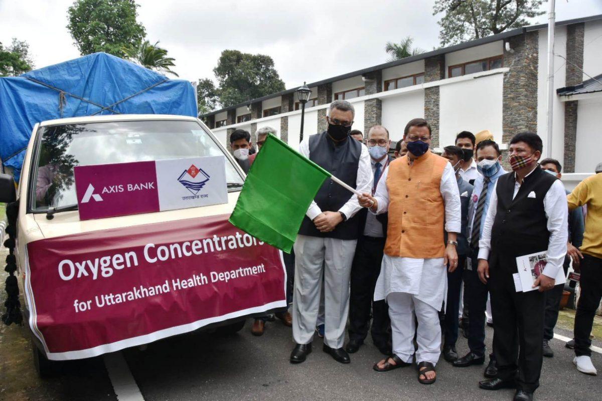 मुख्यमंत्री धामी ने एक्सिस बैंक द्वारा दिये गये ऑक्सीजन कन्सन्ट्रेटर्स के वाहन को फ्लैग ऑफ किया