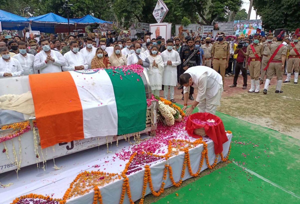 उत्तर प्रदेश के पूर्व मुख्यमंत्री कल्याण सिंह के अंतिम संस्कार में शामिल हुए सीएम धामी, उन्हें भावपूर्ण श्रद्धांजलि अर्पित की