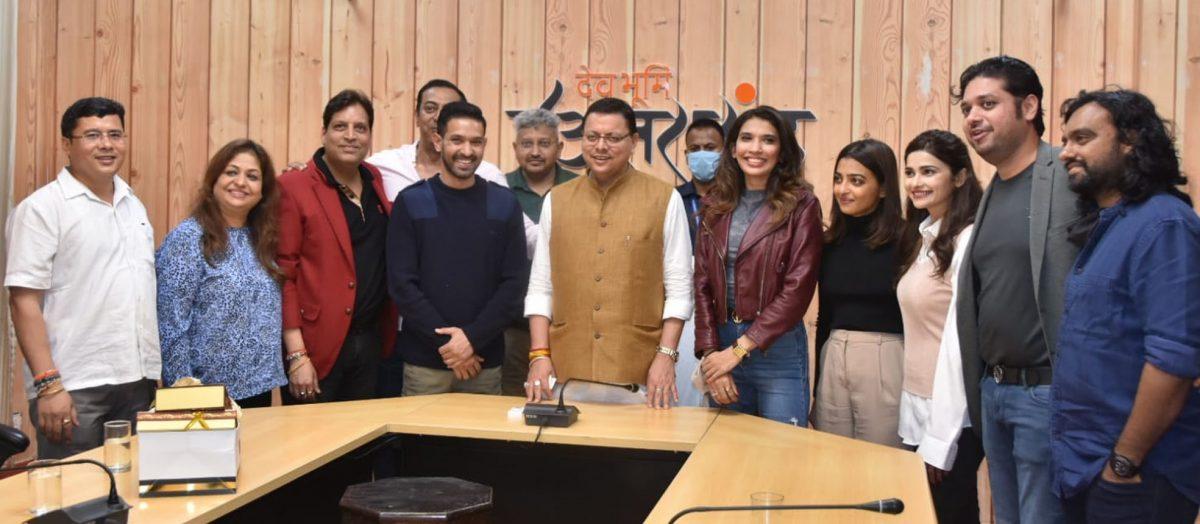 देहरादून: फिल्म फॉरेन्सिक की कॉस्ट ने सीएम धामी से की मुलाकात, राधिका आप्टे, विक्रांत मेसी और प्राची देसाई भी रहीं मौजूद