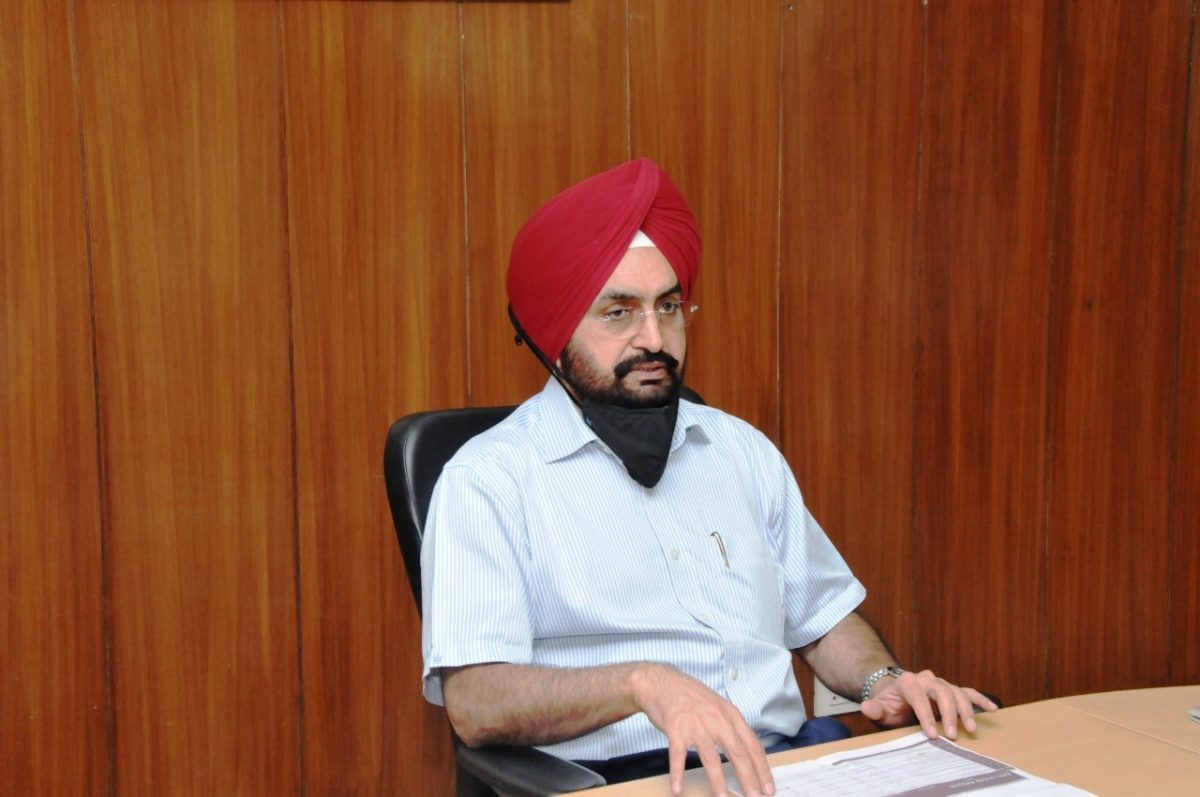 मुख्य सचिव डॉ एस.एस. संधु ने सचिवालय सभागार में हाथों -हाथ फाइल की मूवमेंट बढ़ाने और विकास कार्यों की दैनिक निगरानी करने के अधिकारियों को निर्देश दिए