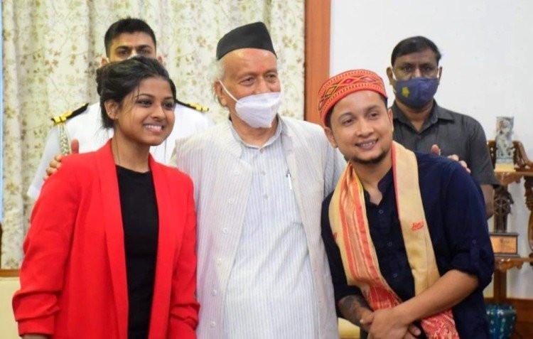पवनदीप राजन व अरुनिता कांजीलाल ने महाराष्ट्र के राज्यपाल से की मुलाकात, दोनों कलाकारों ने  राज्यपाल को सुनाए गीत
