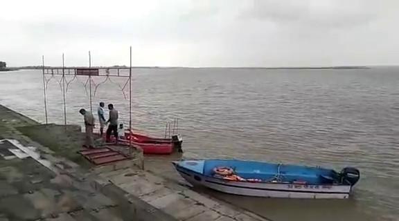 अयोध्या : सरयू नदी में स्नान करने आए तीन युवक डूब गए 2 सुरक्षित एक की तलाश जारी