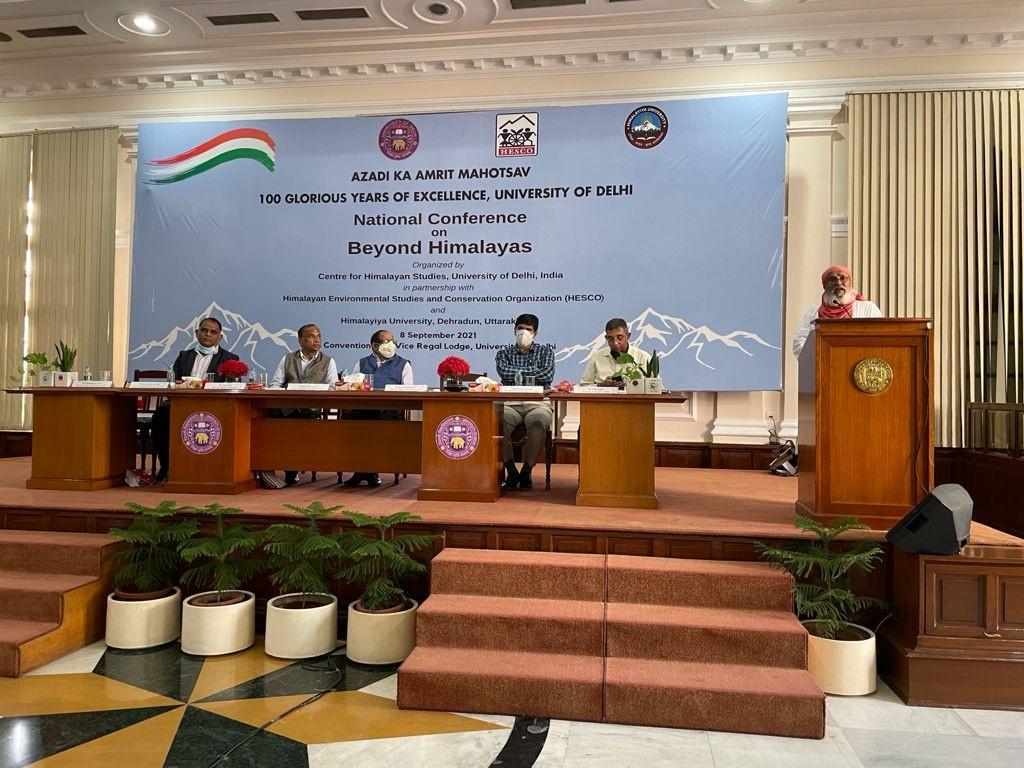हिमालय दिवस पर पूर्व शिक्षा मन्त्री डॉ रमेश पोखरियाल निशंक की पुस्तक 'हिमनद – मानव जीवन का आधार' का किया लोकार्पण