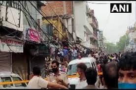दिल्ली के सब्जी मंडी इलाके में चार मंजिला इमारत गिरने से दो लोगो की मौत , कई शवों के दबे होने की आशंका