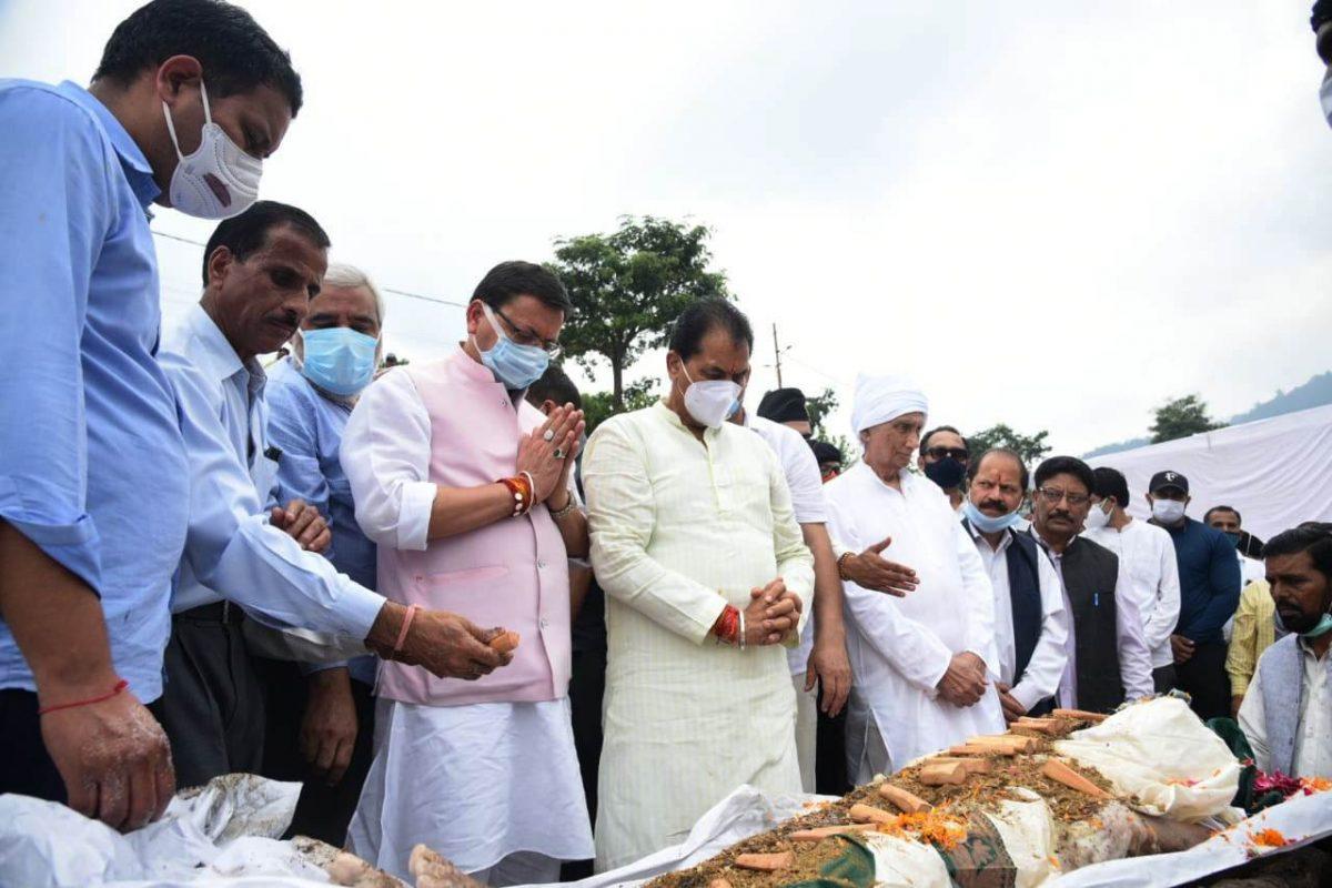 टिहरी : राजमाता सूरज कुँवर शाह के अंतिम संस्कार में शामिल हुए सीएम धामी,पुष्पांजलि अर्पित की